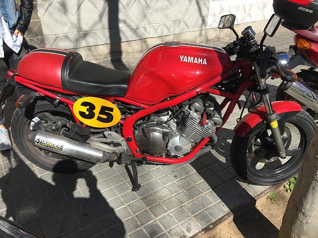 Yamaha XJ 600 moto en alquiler (4)