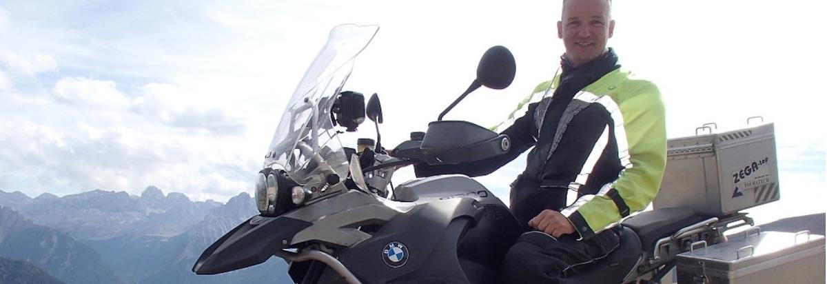 Man met BMW motor op berg: Waarom Ton zijn BMW R1200GSA 2009 verhuurt