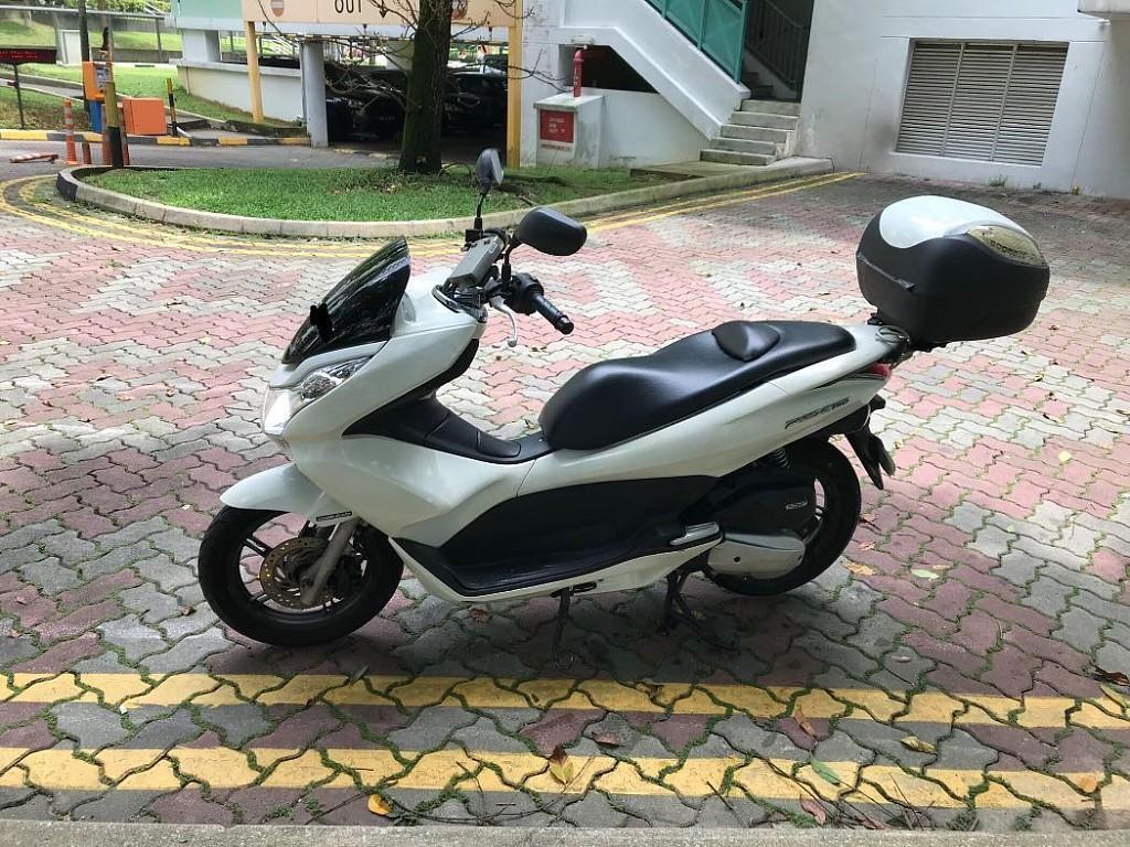 Honda PCX moto en alquiler (1)