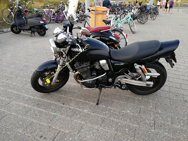 2000 Suzuki GSX 750 motor te huur (1)