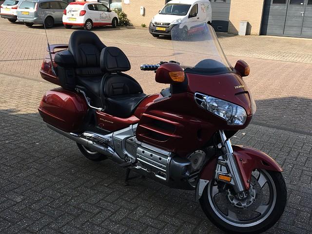 2001 HONDA GL 1800 moto en alquiler (3)