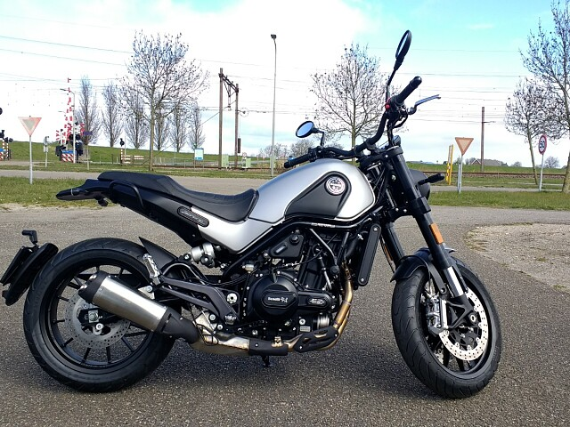 2020 BENELLI Leoncino 500 Silver motor te huur (1)