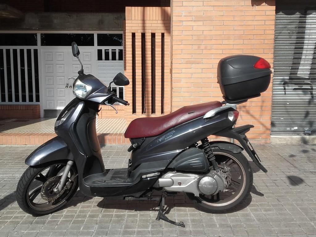 2013 PEUGEOT Tweet 125 moto en alquiler (1)