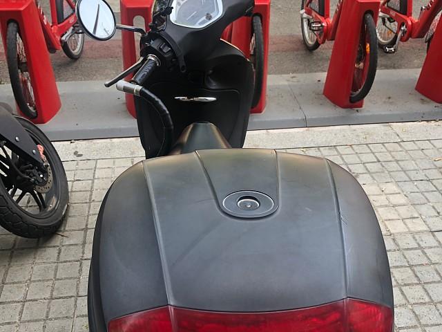 2010 PIAGGIO Liberty 125 moto en alquiler (4)