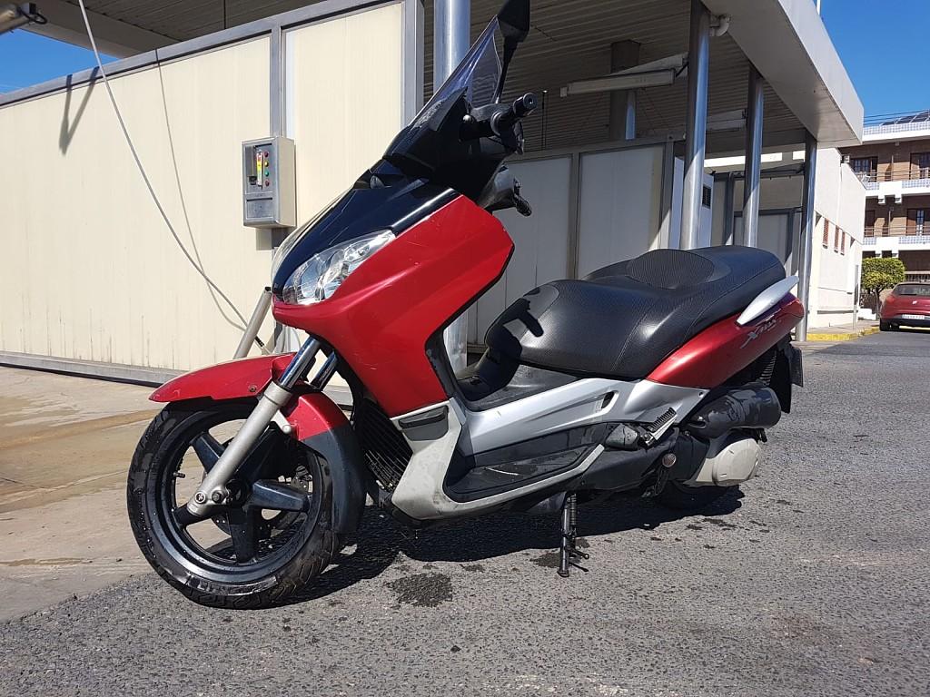 2006 YAMAHA X-Max 250 moto en alquiler (1)