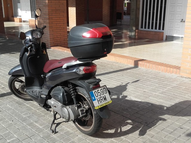 2013 PEUGEOT Tweet 125 moto en alquiler (4)