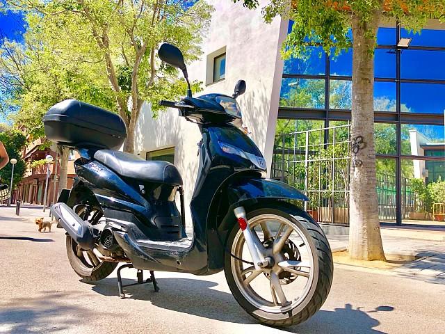Peugeot Tweet 125 moto en alquiler (1)