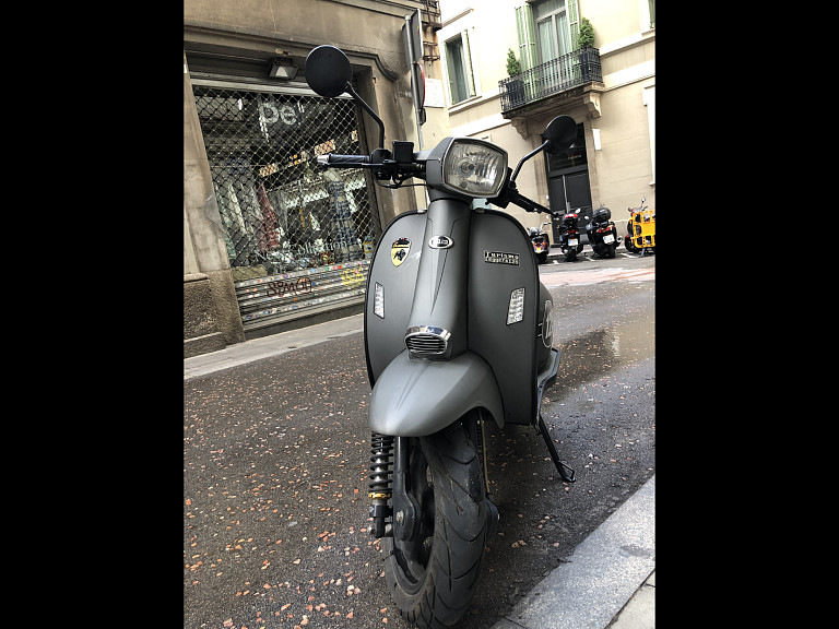 2016 LAMBRETTA SCOMADI moto en alquiler (1)