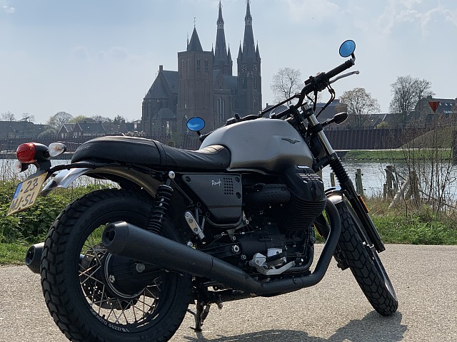 2018 MOTO GUZZI V7 III Rough motor te huur (3)