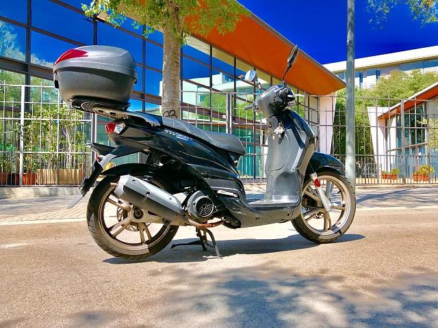 Peugeot Tweet 125 moto en alquiler (2)