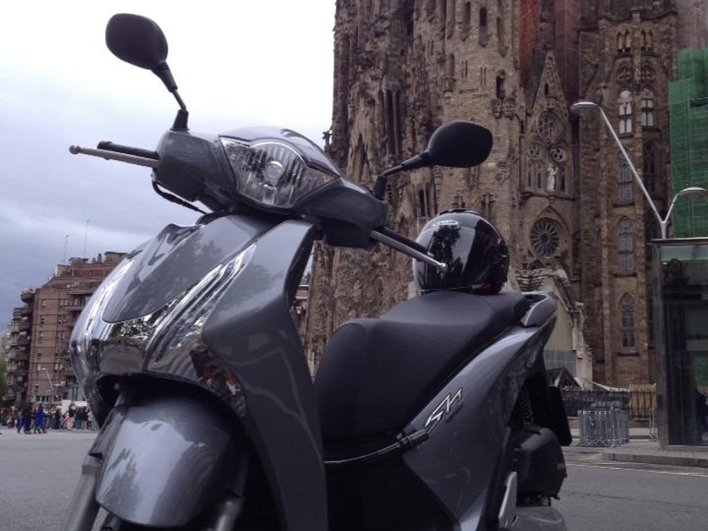 2013 HONDA SH moto en alquiler (1)
