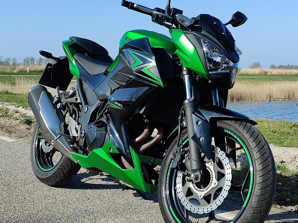 2015 Kawasaki Z 300 motor te huur (1)