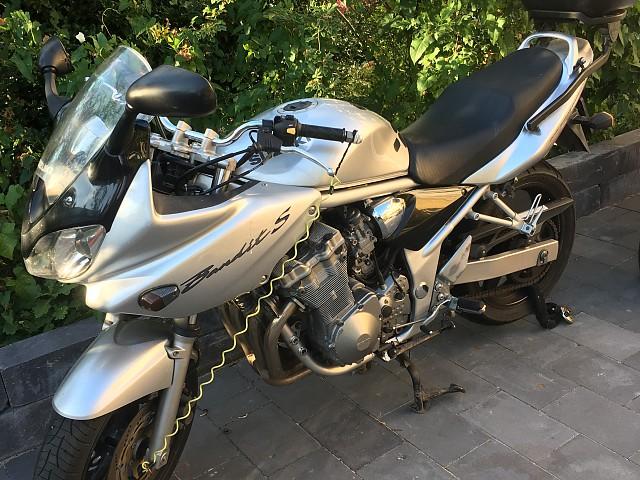 2004 SUZUKI GSF 600 Bandit motor te huur (2)