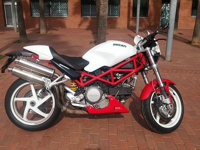 2005 DUCATI Monster S2R moto en alquiler (1)