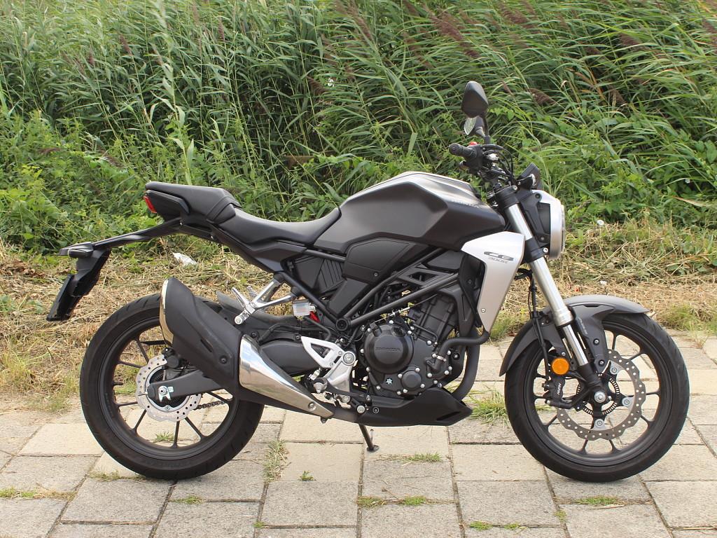 2019 HONDA CB 300 R motor te huur (1)