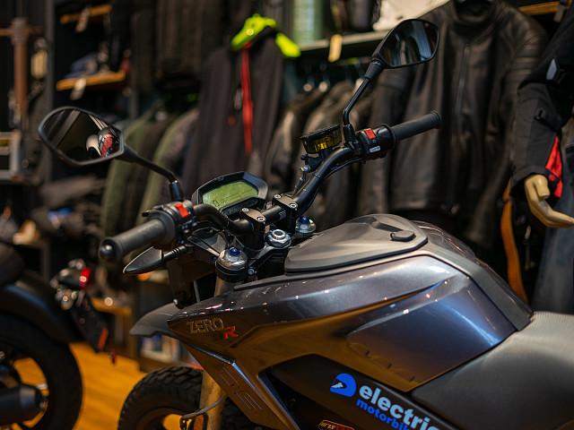 2020 Zero Motorcycles DSR motor te huur (3)