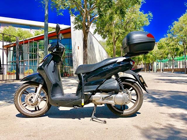 Peugeot Tweet 125 moto en alquiler (3)