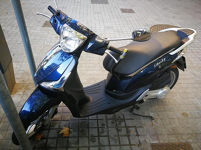 2016 PIAGGIO Liberty 50 moto en alquiler (2)