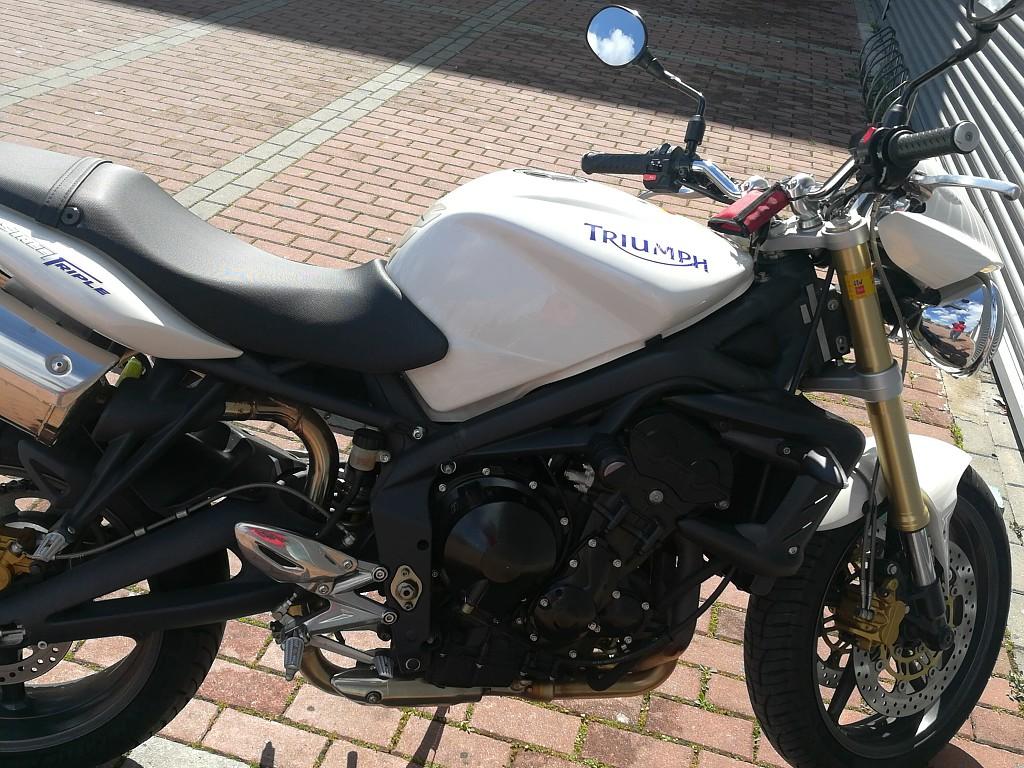 2007 TRIUMPH Street Triple moto en alquiler (1)