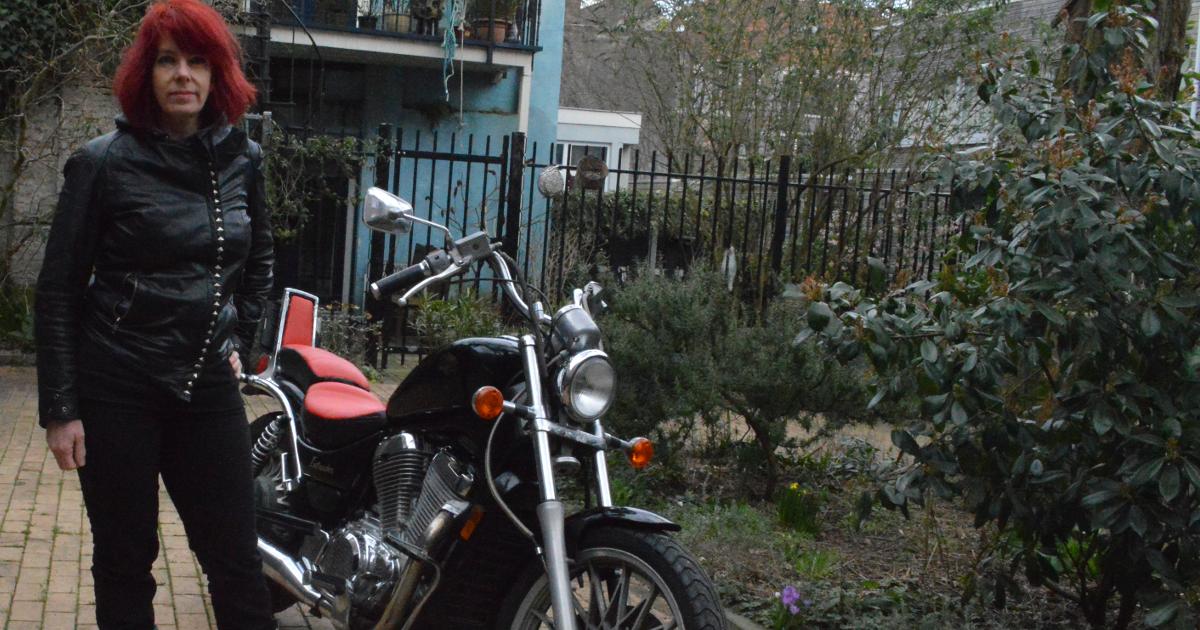 Elkie uit Den Haag verhuurt haar Suzuki Intruder via MotoShare