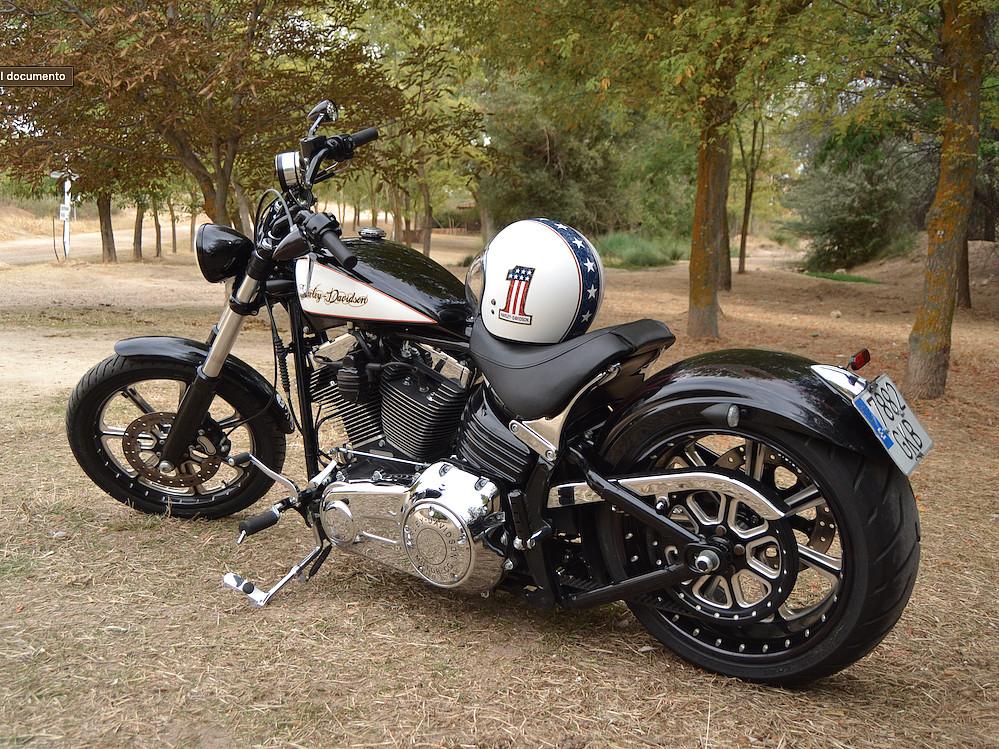 2008 HARLEY-DAVIDSON Breakout moto en alquiler (1)
