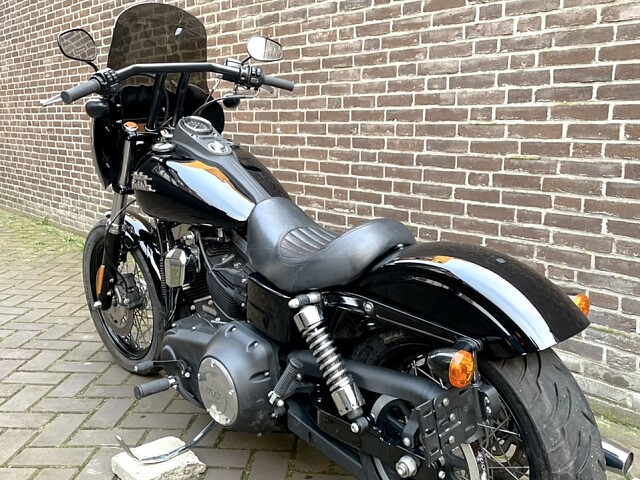 2015 Harley-Davidson DYNA STREET BOB motor te huur (3)