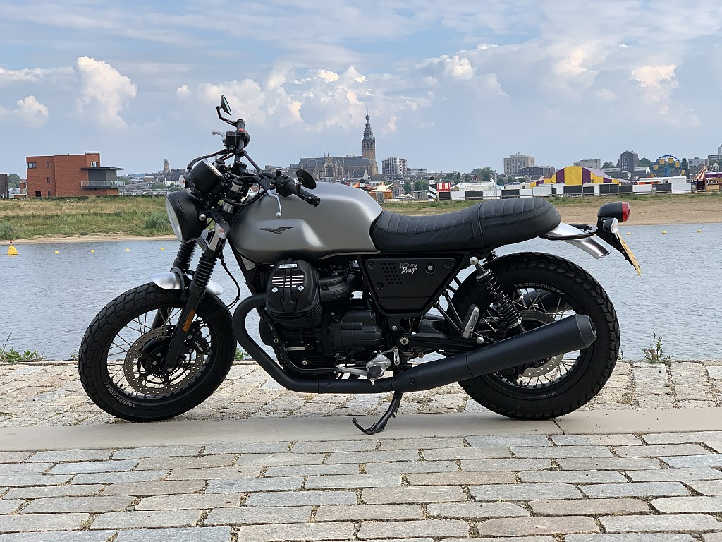 2018 MOTO GUZZI V7 III Rough motor te huur (1)