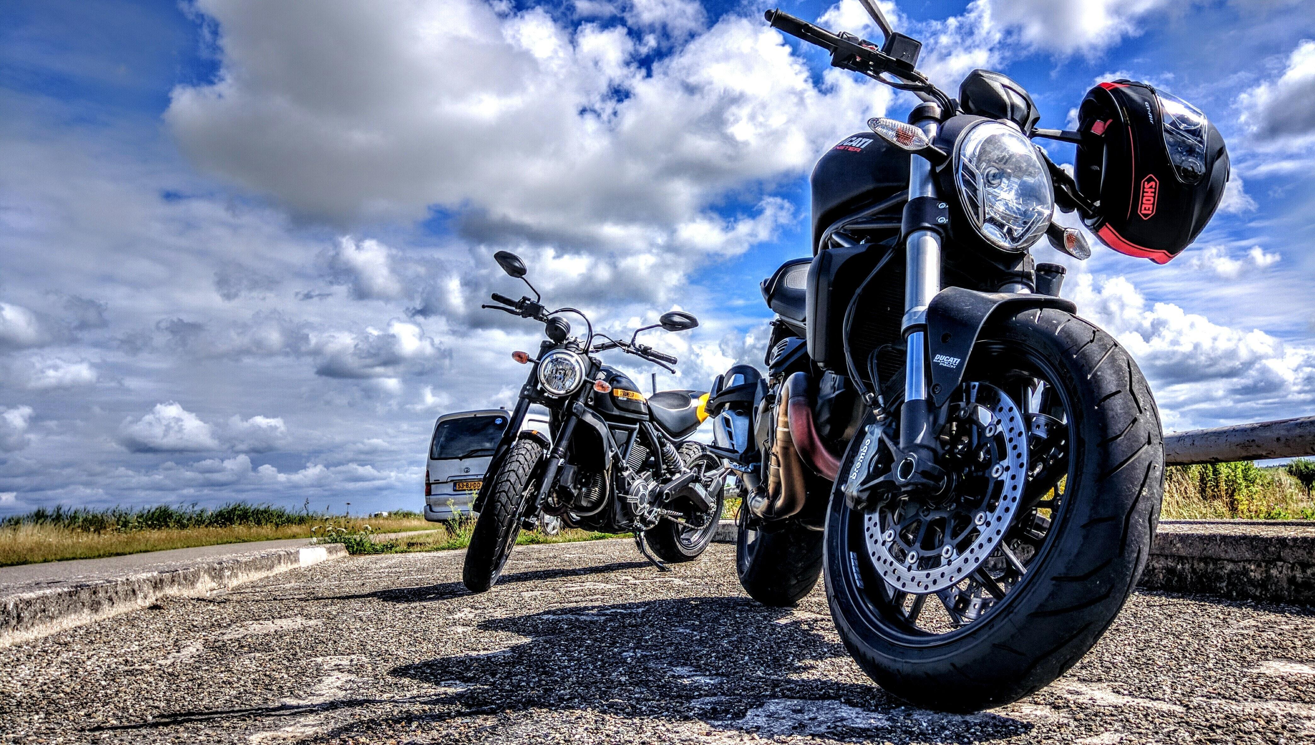 Foto: Motoren op de weg
