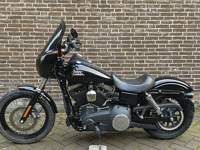 2015 Harley-Davidson DYNA STREET BOB motor te huur (1)