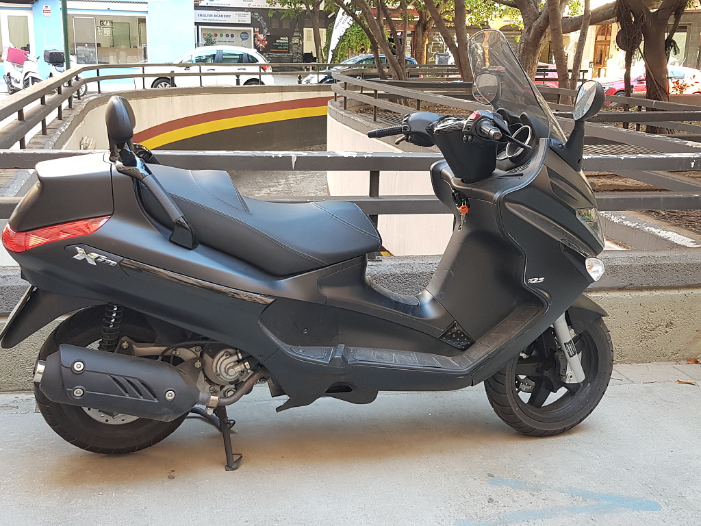 2016 PIAGGIO Xevo moto en alquiler (1)