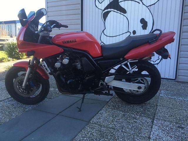 1998 Yamaha FZ6 motor te huur (1)