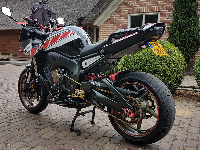 2009 Yamaha FZ1 motor te huur (3)