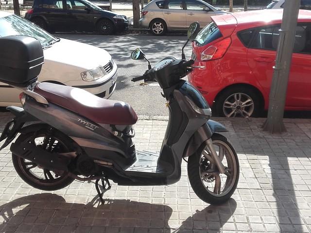 2013 PEUGEOT Tweet 125 moto en alquiler (2)