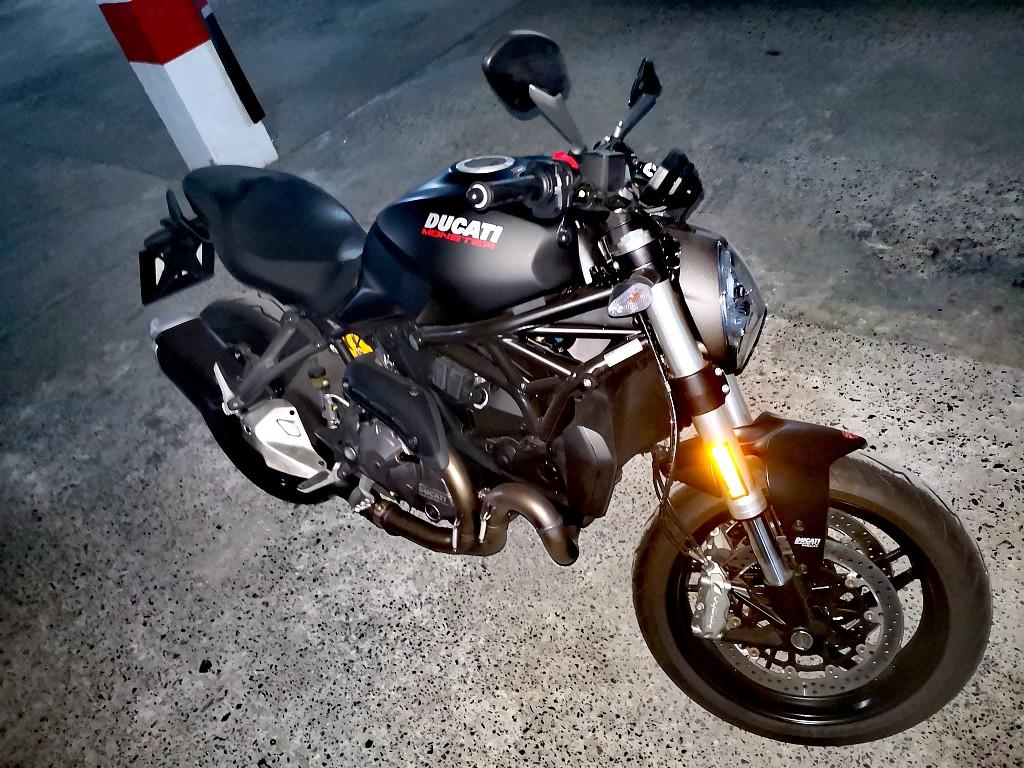2019 Ducati Monster motor te huur (1)