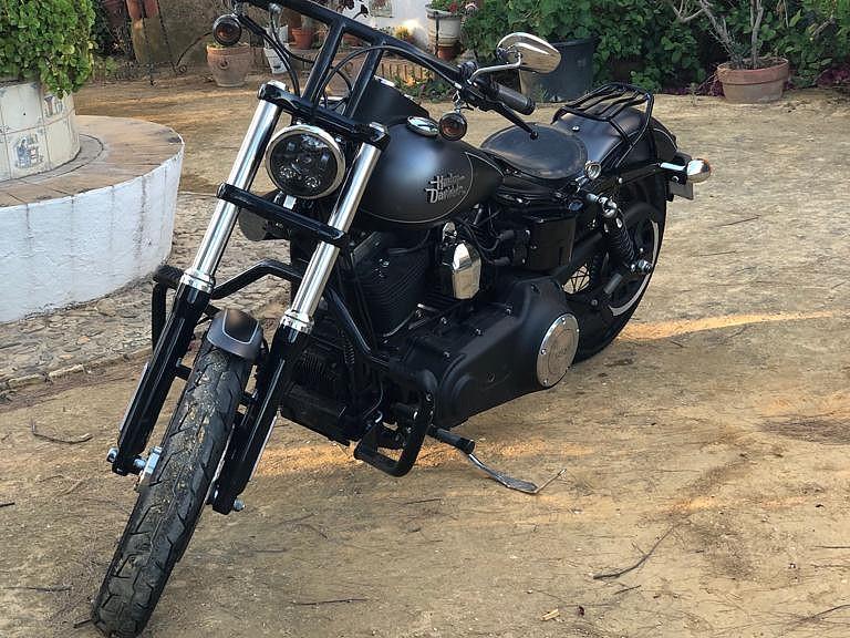 2017 HARLEY-DAVIDSON Street Bob moto en alquiler (1)