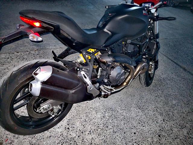 2019 Ducati Monster motor te huur (2)