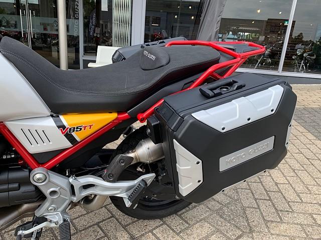 2019 MOTO GUZZI V85 TT Urban Adventurer motor te huur (3)