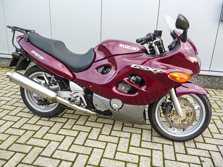 2001 Suzuki GSX 750 F motor te huur (1)