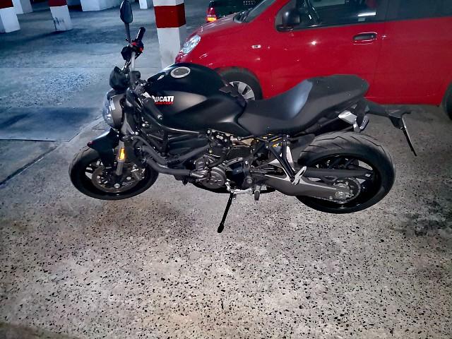 2019 Ducati Monster motor te huur (3)