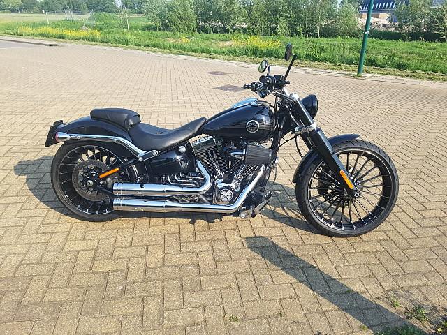 2015 HARLEY-DAVIDSON Breakout moto en alquiler (3)