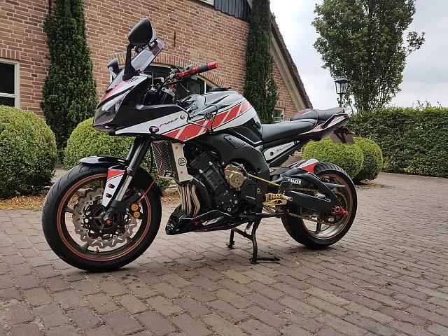 2009 Yamaha FZ1 motor te huur (2)