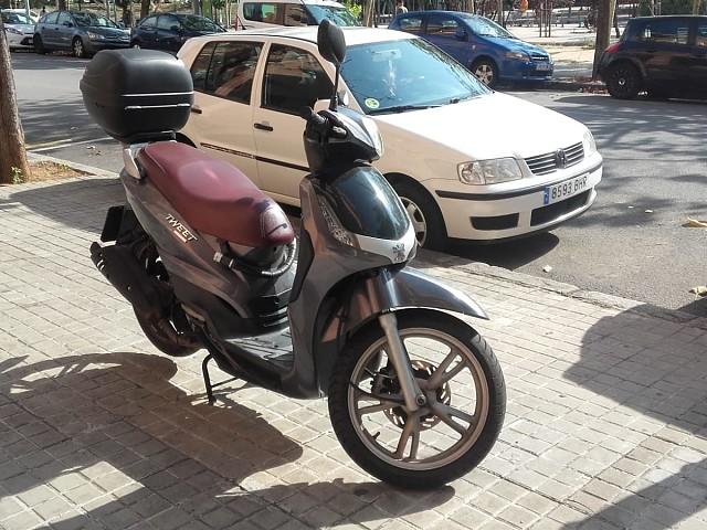 2013 PEUGEOT Tweet 125 moto en alquiler (5)