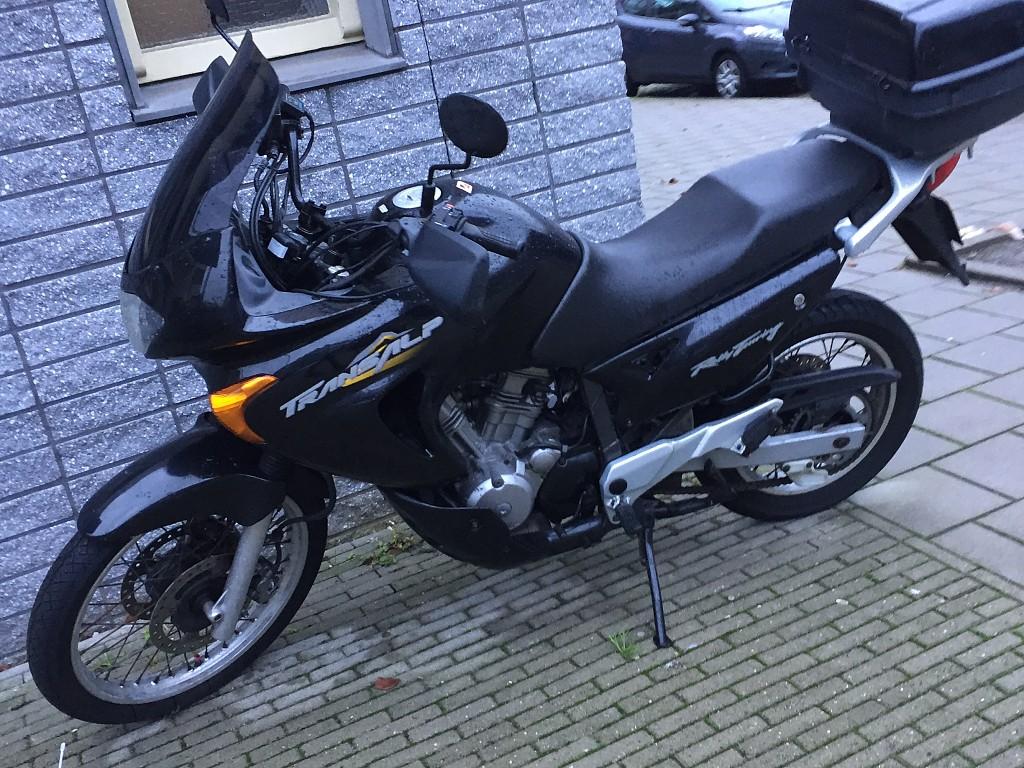 2000 Honda Transalp XL 650 V motor te huur (1)