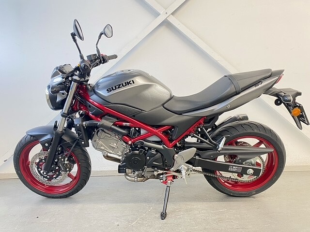 2021 Suzuki SV650 motor te huur (2)