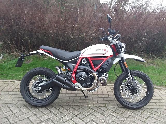 2020 Ducati Desert Sled motor te huur (1)