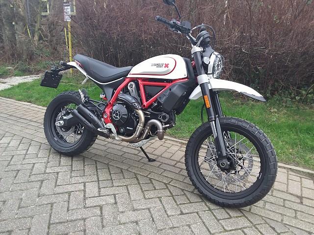 2020 Ducati Desert Sled motor te huur (2)