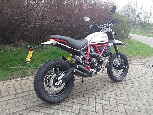 2020 Ducati Desert Sled motor te huur (3)