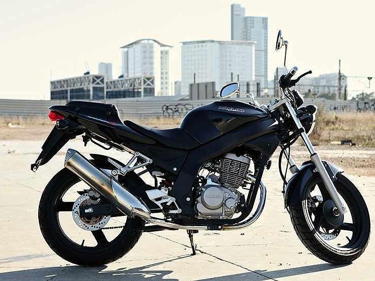 2007 DAELIM Roadwin FI moto en alquiler (1)