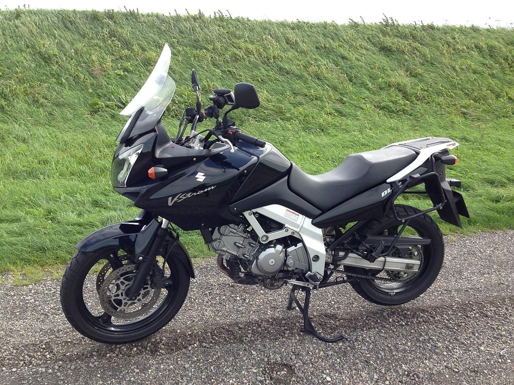 2004 SUZUKI DL 650 V-Strom motor te huur (1)