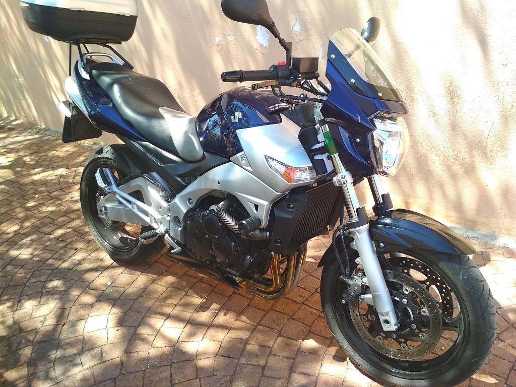 2006 SUZUKI GSR 600 moto en alquiler (1)